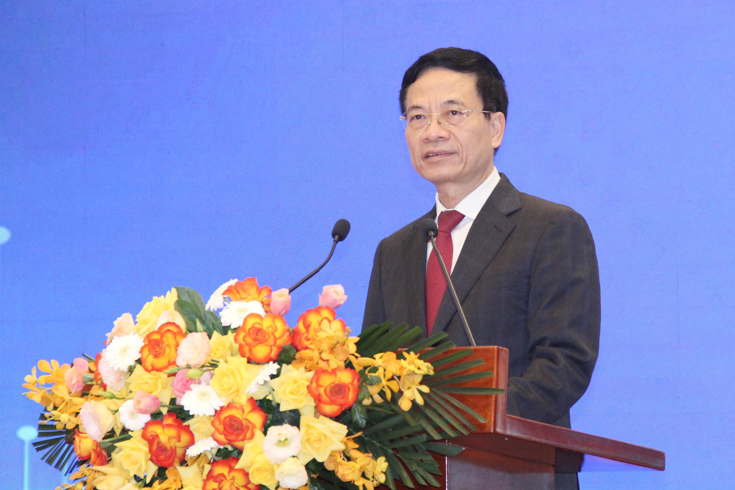 Bộ trưởng Nguyễn Mạnh Hùng trao đổi chuyên đề: