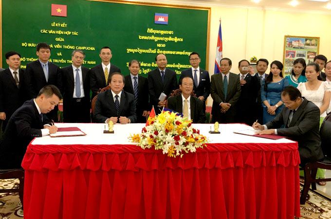 Việt Nam, Campuchia ký kết kế hoạch hợp tác thông tin 2016-2020 - ảnh 2